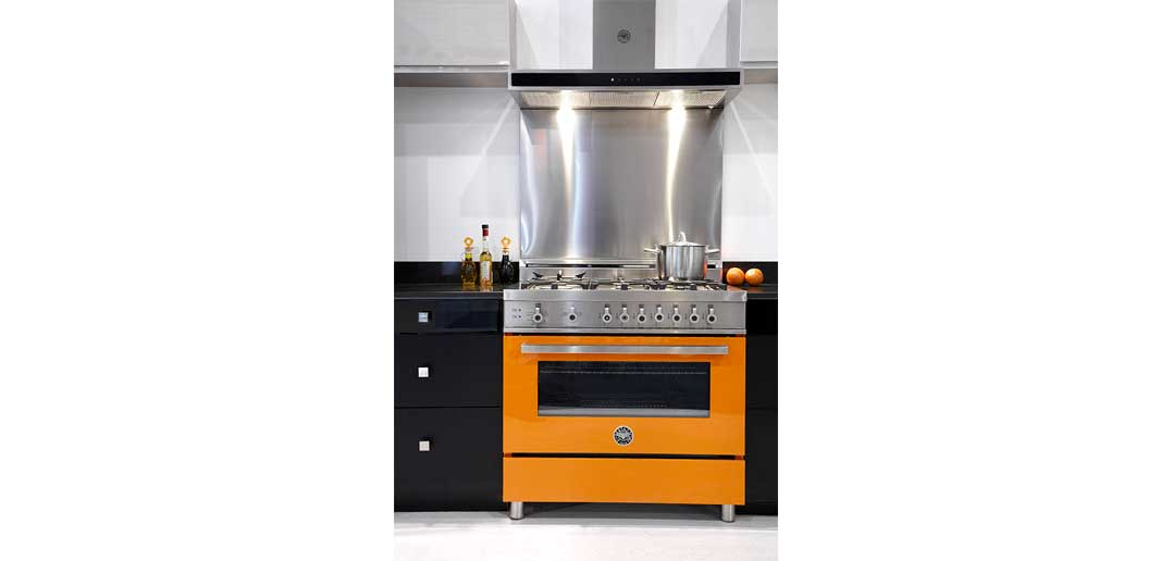 Kitchen appliance trends pops of colour movato for Latest trends in kitchen appliances