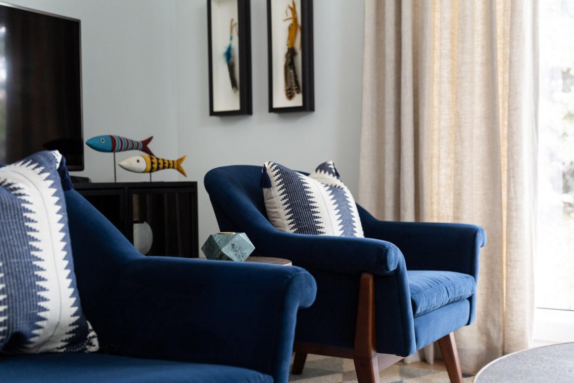 Azul marino en el salón